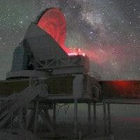 הטלסקופ בקוטב הדרומי בעת חצי שנת הלילה שיורד על האזור. צילום: קית ואנדרלינד, National Science Foundation