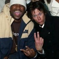 השחקן קווין בייקון יחד עם הראפר דיימון דאש ב-2004. צילום: גטי אימג'ס