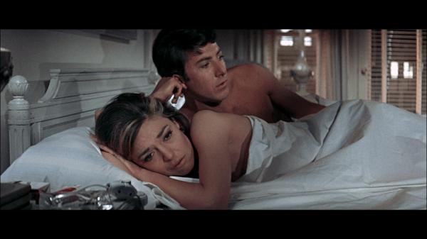 """בן וגברת רובינסון בחדר בבית המלון בסרט """"הבוגר"""""""