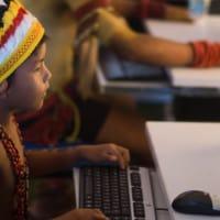 ילד מחשב