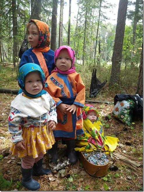 ילדים משבט החאנטי בסיביר. צילום: יותם יזרעאלי
