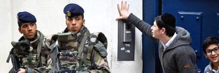 יהודים ושוטרים חמושים