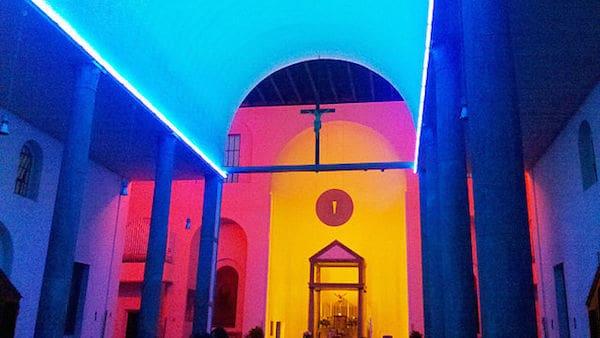 תאורה בכנסייה