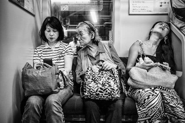 שלוש נשים ברכבת בטוקיו, סמארטפונים