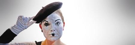 פנטומיה, אישה באיפור לבן ושחור