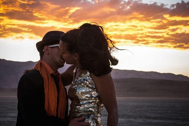 ברנינג מן, זוג מתנשק