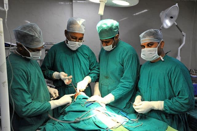 רופאים, ניתוח, הודו
