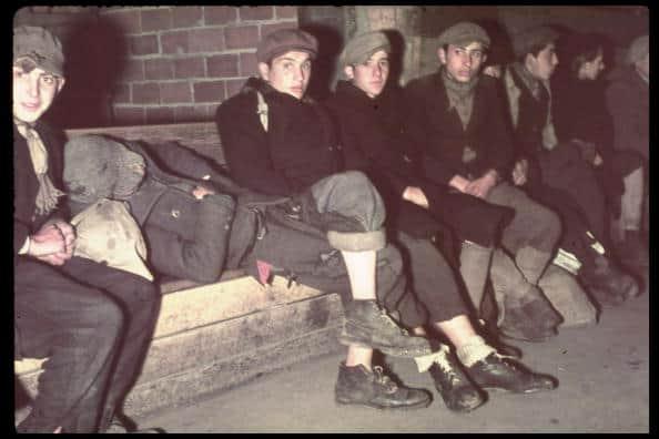 פליטים בוורשה, 1 באוקטובר 1939. צילום: הוגו יאגר, ארכיון טיים-לייף