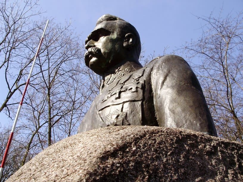 אנדרטה למרשל פילסודסקי בטורק, פולין. צילום:  WikiCommons