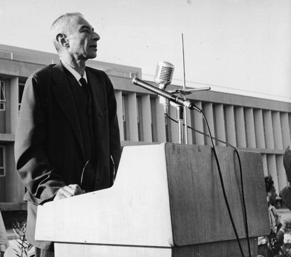אופנהיימר חונך את המרכז הגרעיני בנחל סורק, 25 במאי 1958. צילום: ארכיון גטי