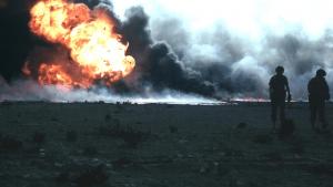שדה נפט בוער בכווית. צילום: ג'ונאס ג'ורדון, חיל ההנדסה האמריקאי