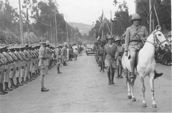 "צ'רלס אורד וינגייט רוכב על סוס בכניסת צבא חבש לאדיס אבבה. צילום: ארכיון צה""ל"