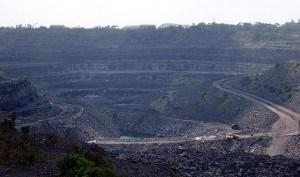 מכרה פחם בהודו, יצרנית הפחם השלישית בגודלה בעולם.
