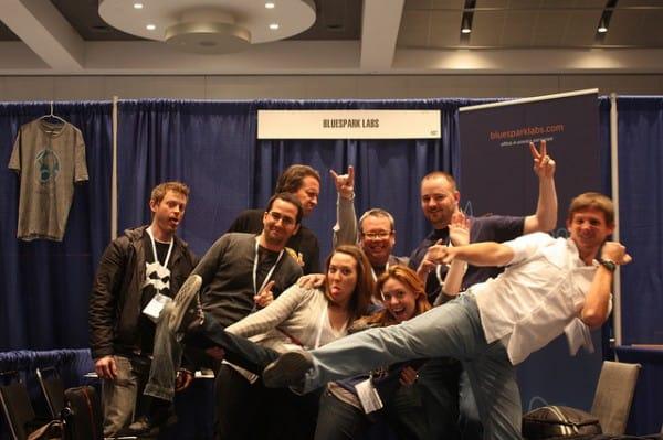 צוות של מתכנתים שהשתתף ביריד המתכנתים Drupalcon בדנוור ב-2012. צילום: פדרו לוזנו