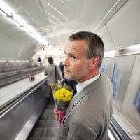 איש עם פרחים
