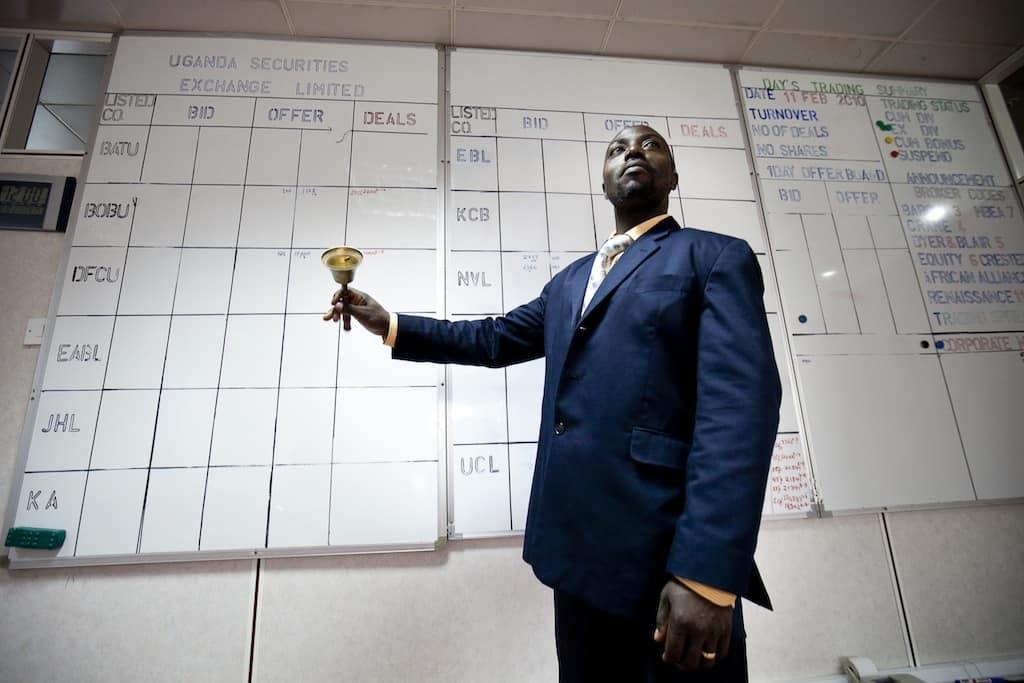 """סיום יום המסחר בבורסה של קמפאיה, אוגנדה. אפריקה מלאה ביזמים מכל הסוגים. צילום: טרבור סנאפ, """"בלומברג"""""""