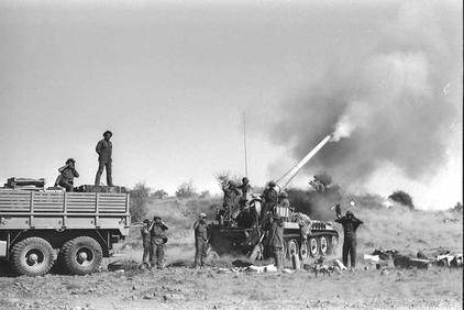 """חיילים יורים טיל לטווח ארוך לעבר סוריה 1973. צילום: לע""""מ"""