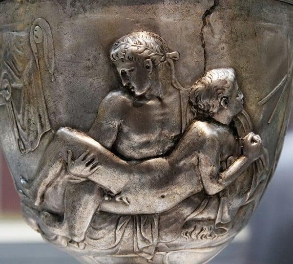 צד אחד של גביע וורן המוצג כיום בבריטיש מיוזיאם