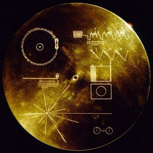 """עטיפת התקליט """"צלילי כדור הארץ"""" ששוגר בחללית וויאג'ר ב-1977"""