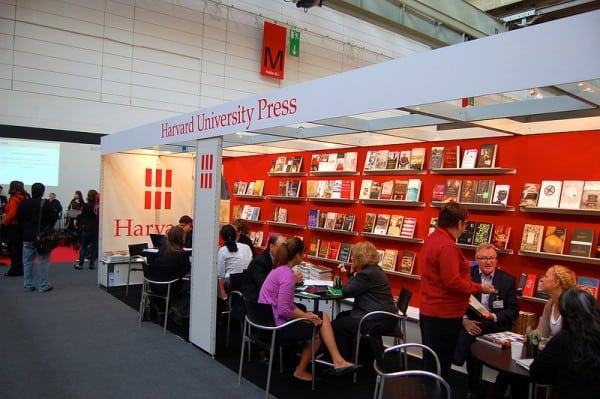 דוכן של הוצאת הארוורד ביריד הספרים בפרנקפורט. צילום: PWRO פליקר
