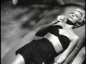 """ריטה היוורת' בסרט """"הגברת משנחאי"""" ב-1946"""