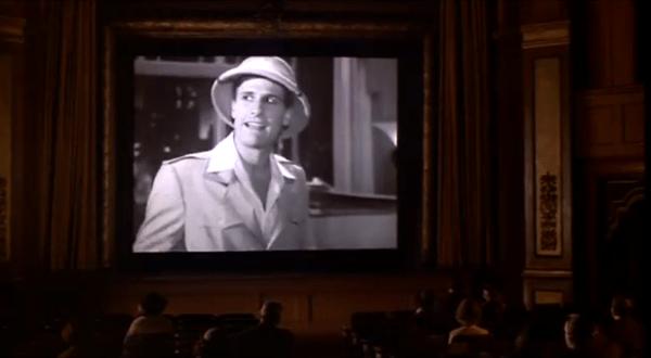 """צופים בסרט בקולנוע בסרטו של וודי אלן """"שושנת קהיר הסגולה"""""""