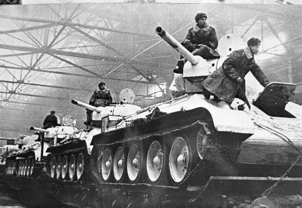 טנקים מדגם T-34. זה היה הדגם הנכמר ביותר במלחמה ועד 1945 ייצרו למעלה מ-57 אלף טנקים מסוג זה