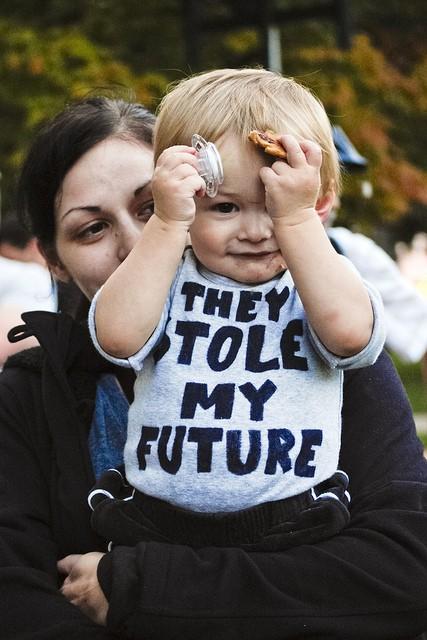"""ילד בהפגנה באוניברסטית אן ארבור שבמישיגן ארה""""ב  ב-2011. צילום: סאשה קימל"""
