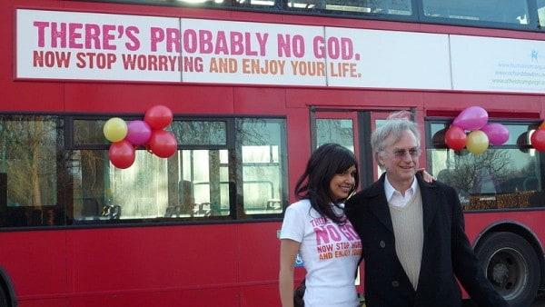 ריצ'ארד דוקינס יחד עם אריאן שרין, שיחד השיקו קמפיין לקידום רעיונות אתאיסטיים בלונדון