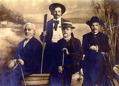 """הסופרים היהודים באודסה 1910. מימין לשמאל: ח""""נ ביאליק, בן-עמי, שלום-עליכם, מנדלי מוכר ספרים"""