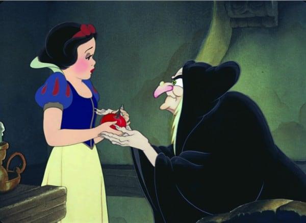 שלגיה והמלכה מחופשת לכפרייה לא מזיקה