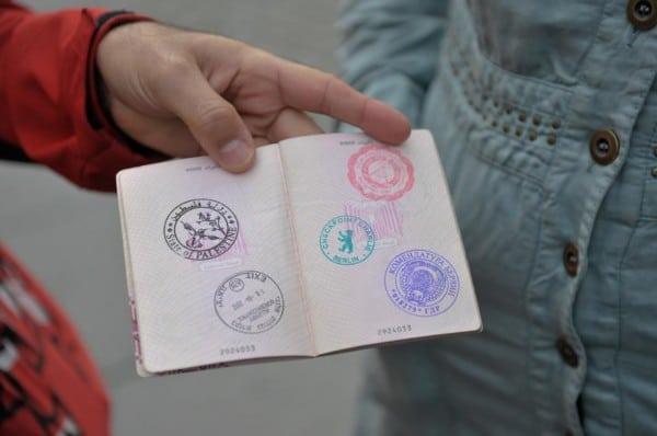 """דרכון שהחתים חאלד ג'רר עם חתימה של """"מדינת פלסטין"""". צילום מתוך עמוד הפייסבוק של העבודה"""