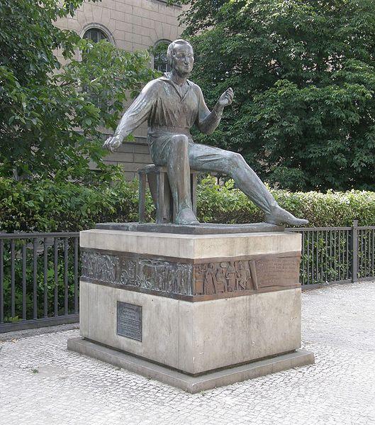 אנדרטה לזכרו של היינה בברלין. צילום: Axel Mauruszat