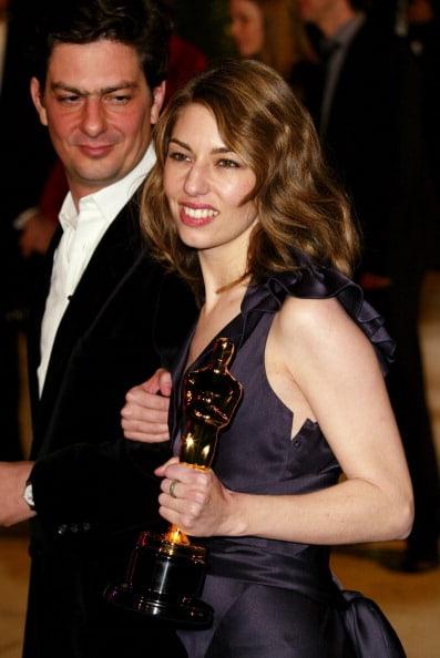 הבימאית סופיה קופולה לאחר זכייתה באוסקר, לצד אחיה, הבמאי גם הוא, רומן קופולה. צילום: גטי אימג'ס