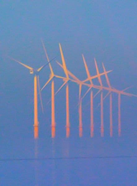 טורבינות רוח בצרפת. צילום: סטיב פרהאם