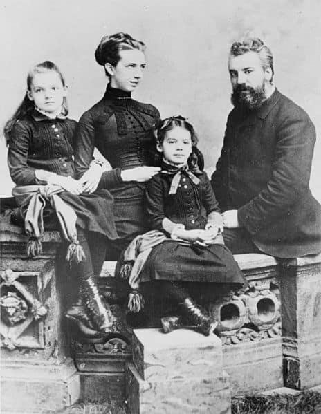 אלכסנדר גרהם בל עם אשתו מייבל האברד ובנותיהם אלסי ומריאן, 1885