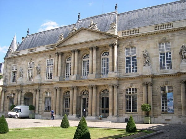 הוטל-דה-סוּבּיז בפריז, בו נמצא חדר הקריאה המרכזי של הארכיון הלאומי.