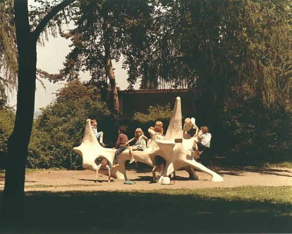 """ילדים משחקים בפארק ב-1969 בארה""""ב. צילום: הארכיון העירוני של סיאטל"""