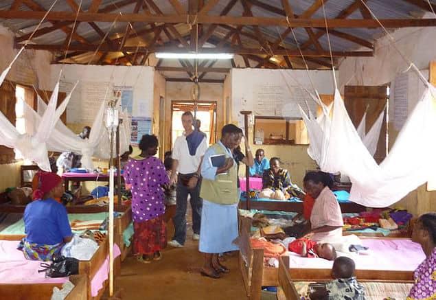 מרפאת מלריה בטנזניה. צילום: ג׳פרי גלוק