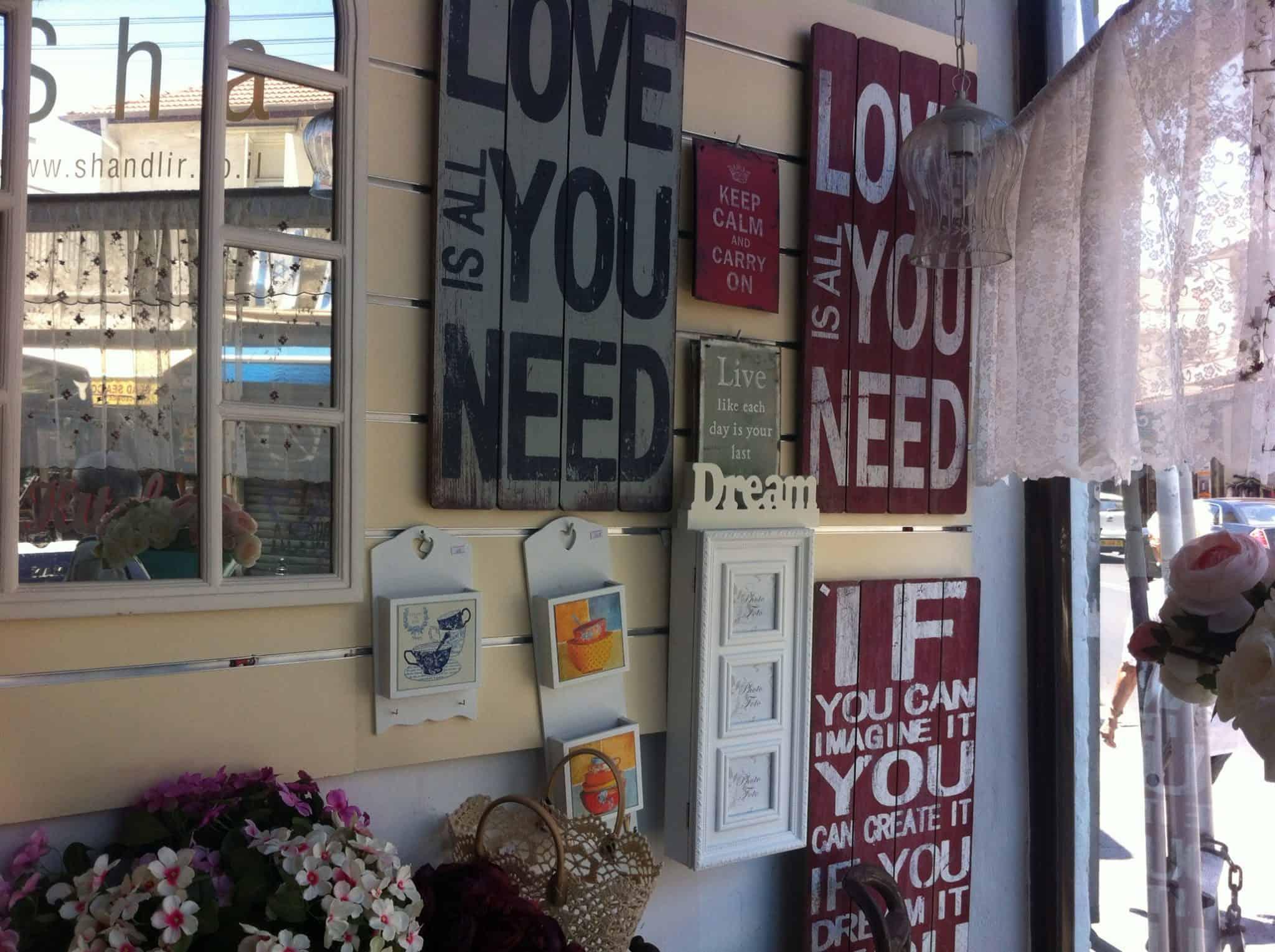 חנות עיצוב מיני רבות בישראל. צילום: מיה קליין