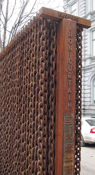 אנדרטה לזכר קורבנות ימי מסך הברזל, הונגריה.
