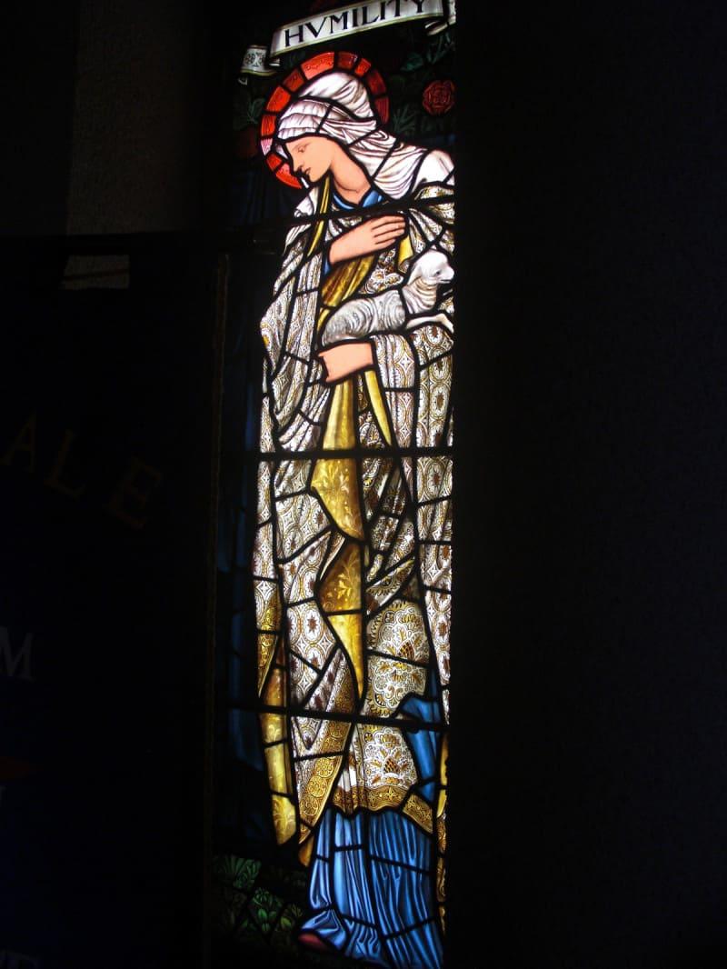 ויטראז׳ בכנסיה היוניטרית ברוצ׳דייל, מנצ׳סטר. צילום: פיליפ מדהרסט