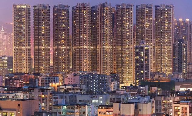שכונת מגורים בשם שום פוי צו שבקאוולון, הונג קונג. זהו אחד האזורים הצפופים ביותר בעיר. צילום: אדמונד קונג