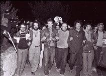 אמיל גרינצוויג בראש הצועדים בהפגנה בה נרצח, ירושלים 1983
