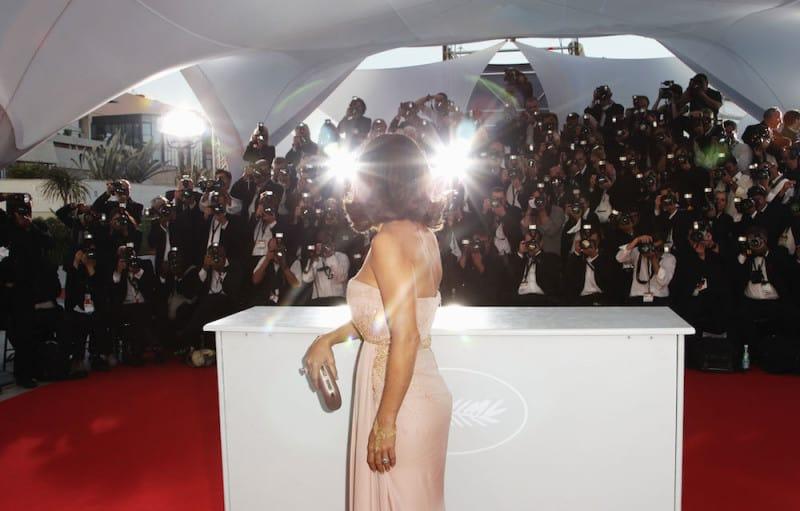 סלמה הייק בפסטיבל קאן, 2010. מוחותינו בונים סיפור ואז ממקמים אותנו כגיבורים במרכזו. צילום: גטי אימג׳ס