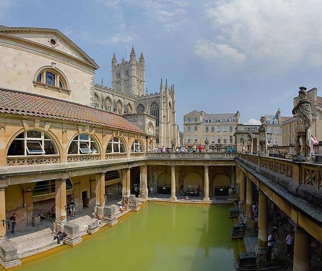 האמבט הגדול במרחצאות הרומיים של באת', אתר תיירות פופולרי בימי הביניים. צילום: דיליף