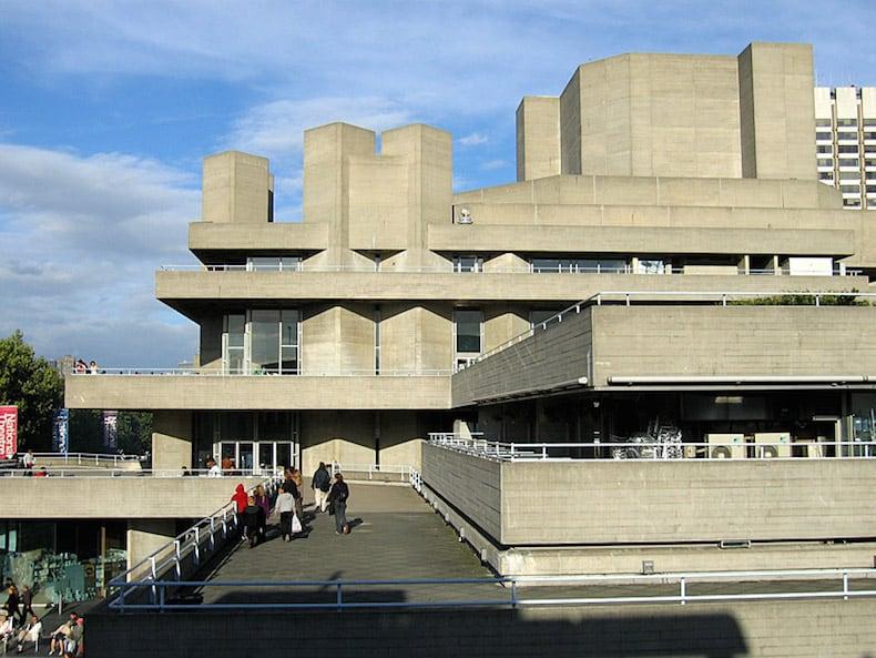 התיאטרון המלכותי הלאומי בלונדון. נבנה בשנת 1976 בסגנון הברוטליזם. צילום: וורס