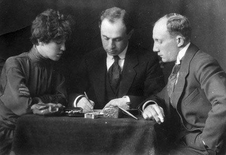 """מייסדי """"הבימה"""": מנחם גנסין, שלמה צמח, חנה רובינא, מוסקבה 1918"""