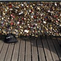גשר האהבה בפריז קלישאה