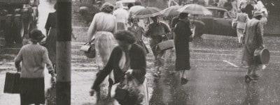 להרטב בגשם